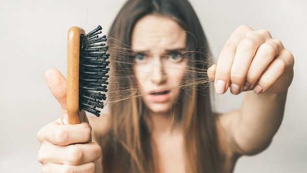 Nguyên nhân rụng tóc là do đâu?