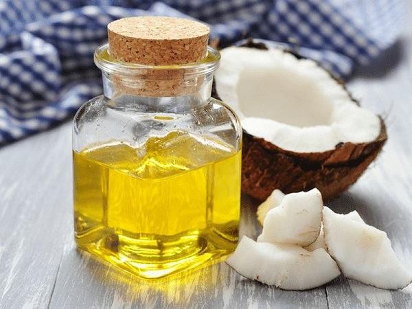 Ngăn rụng tóc bằng dầu dừa
