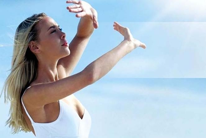 Da khô nên sử dụng kem chống nắng khi đi ra ngoài