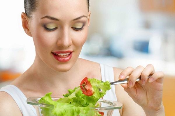 Nên ăn chậm nhai kỹ
