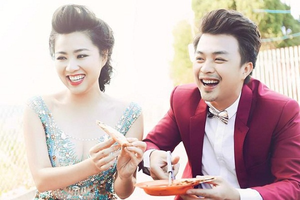 Nữ diễn viên Lê Khánh trẻ trung rạng ngời bên chồng
