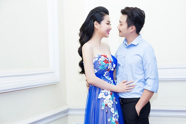 Lê Khánh hạnh phúc bên chồng