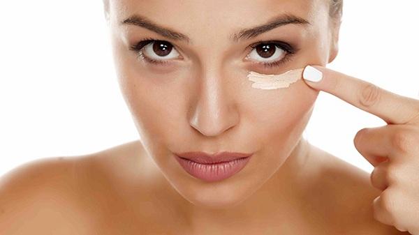 Ngăn chặn lão hóa da vùng mắt với kem chuyên dụng