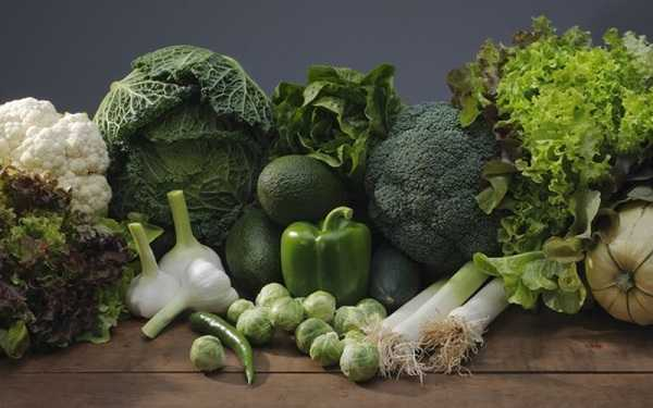 Tăng cường ăn các loại rau màu xanh đậm