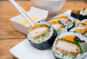 ăn kimbap có béo không, ăn kimbap có mập không, kimbap giảm cân, ăn kimbap có tốt không, kimbap có bao nhiêu calo, kimbap có những gì, kimbap làm, kimbap bao nhiêu calo, ,